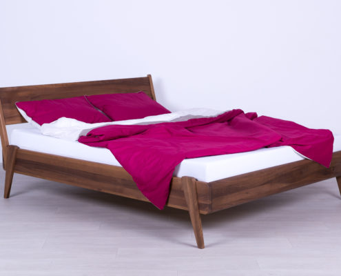 krevet od punog drveta orah