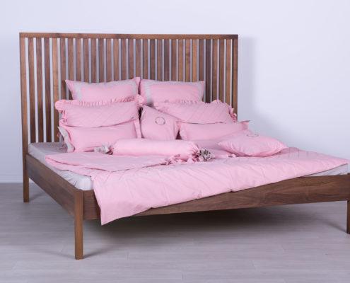 Krevet od masiva