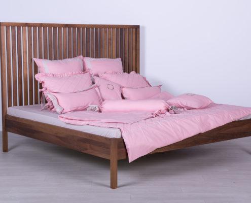 bračni krevet od masiva