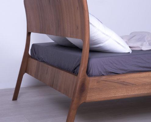 krevet od masiva hrast