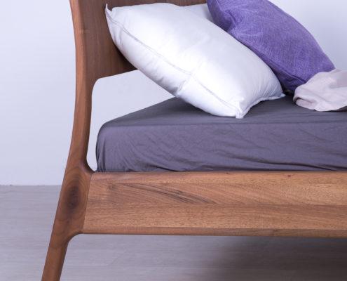 krevet od masiva nis