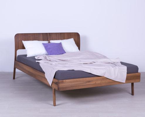 krevet od masiva drveta