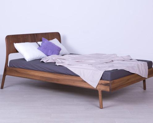 krevet od masiva orah